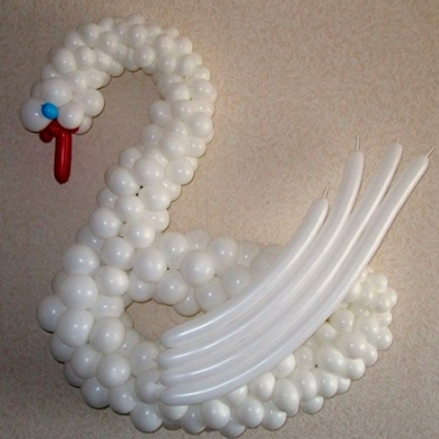 Лебедь из воздушных шаров